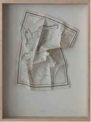 Lina Espinosa. Relieve, 2013 Mapa arrugado sobre cartón